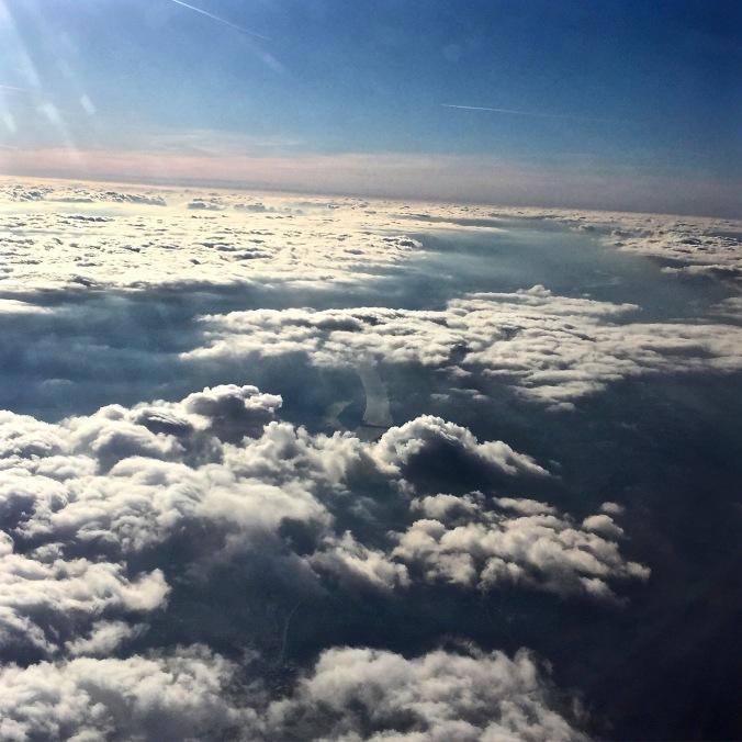 Plane_Hello_Clouds_DK