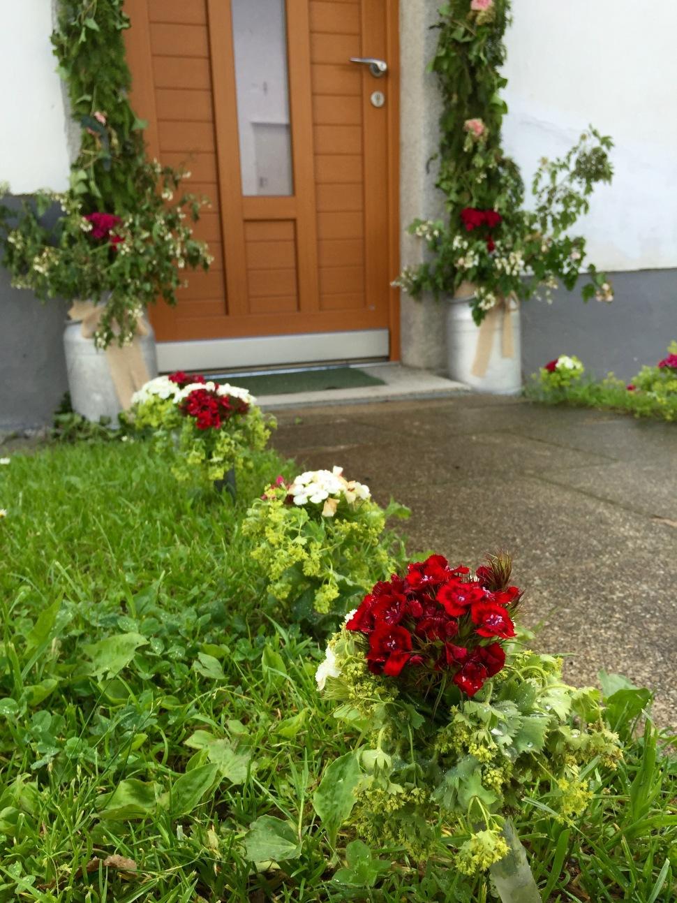 Flowers_home_door