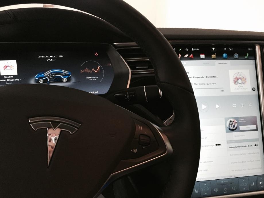 Tesla_inside_display