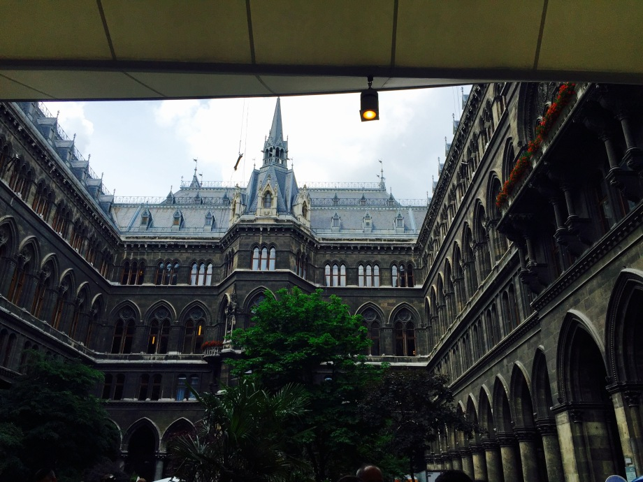 Townhall_courtyard