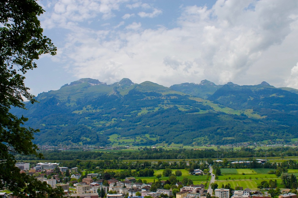liechtenstein_vaduz_city_mountains