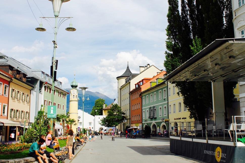 Lienz_hauptplatz_people