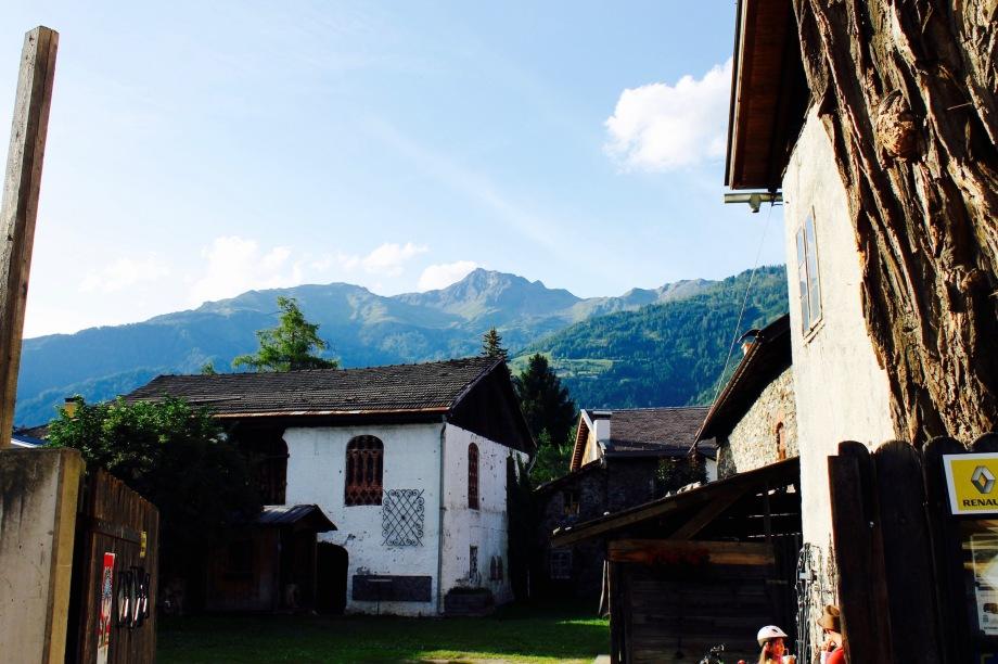 Lienz_house_mountains