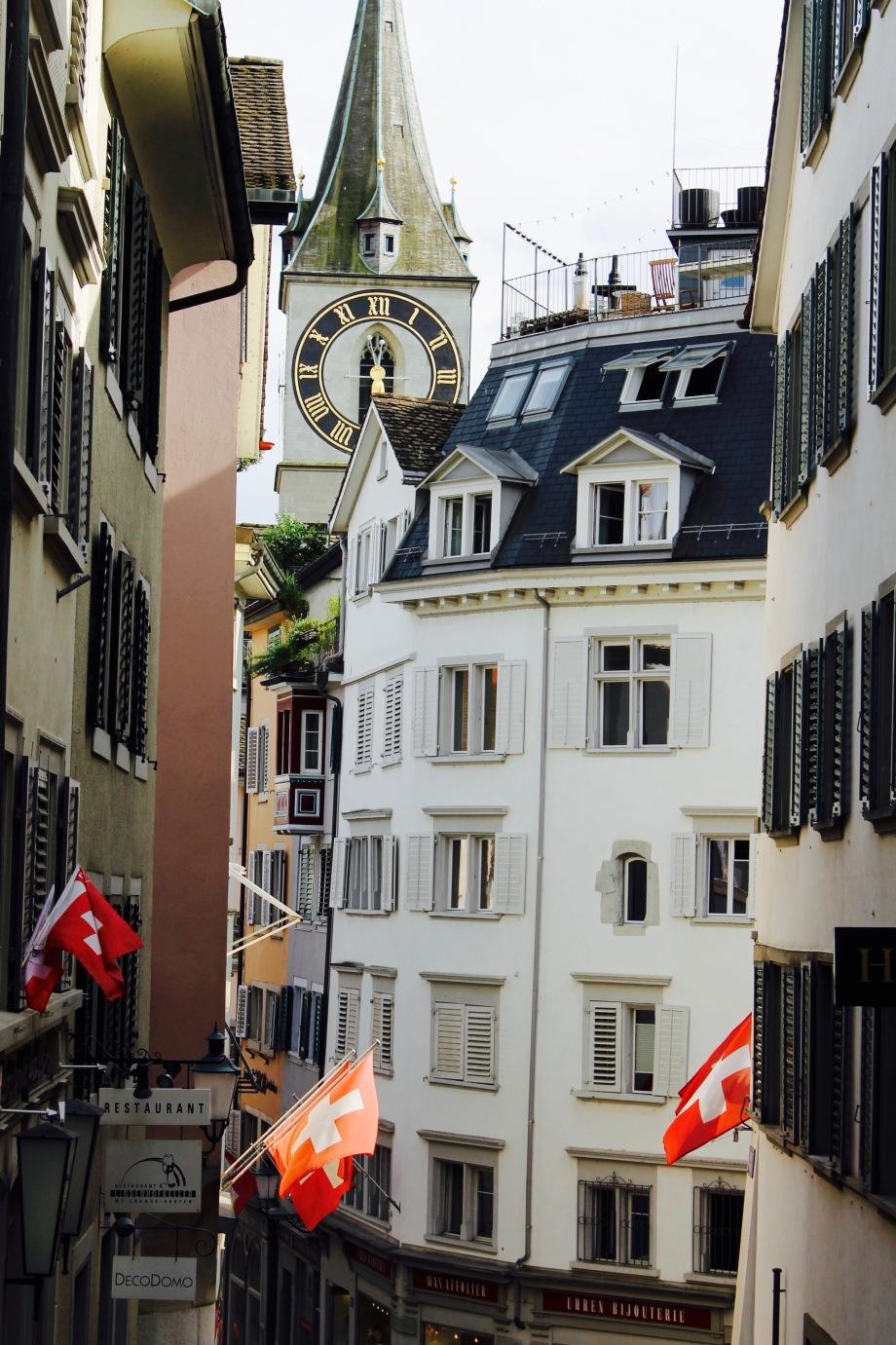 9_zürich_city_sun_flags