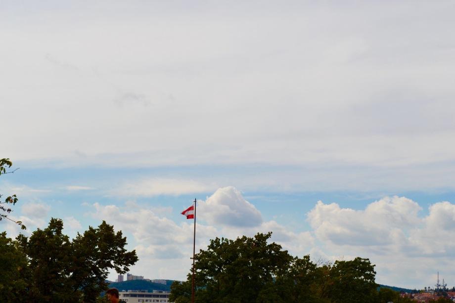 Brno_castle_flag_faraway