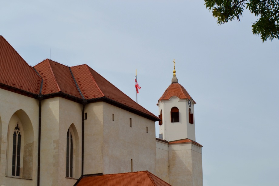 Brno_castle_front_flag