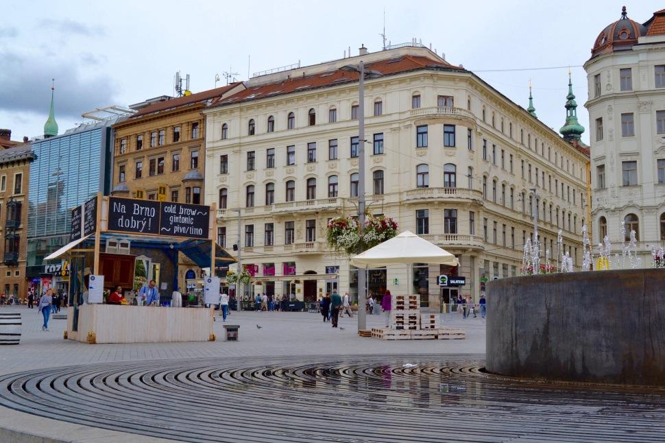 Brno_square_bar