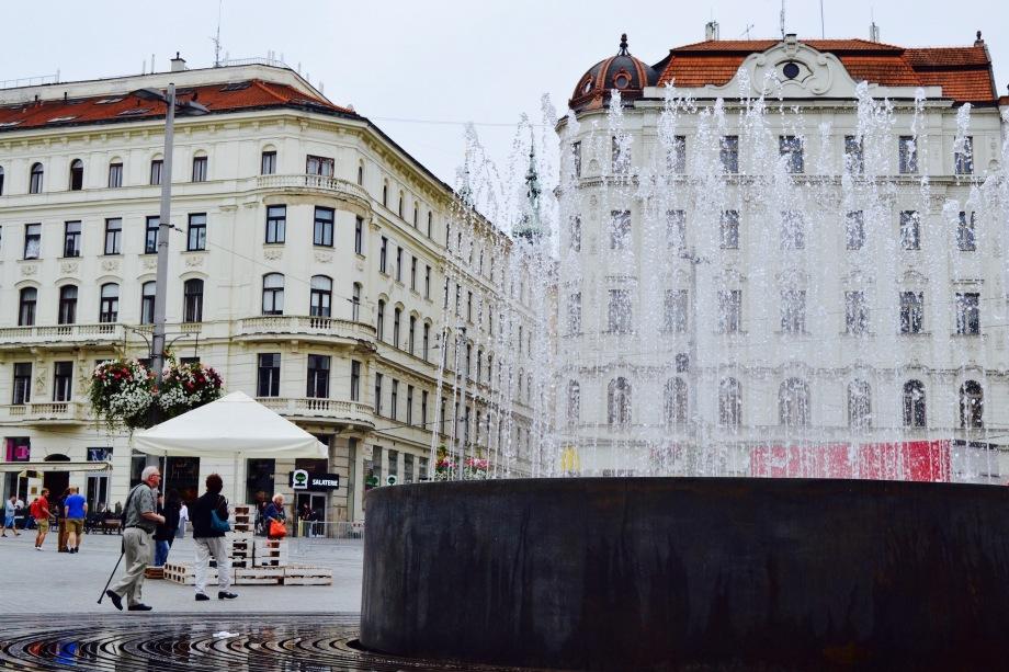 Brno_square_fountain