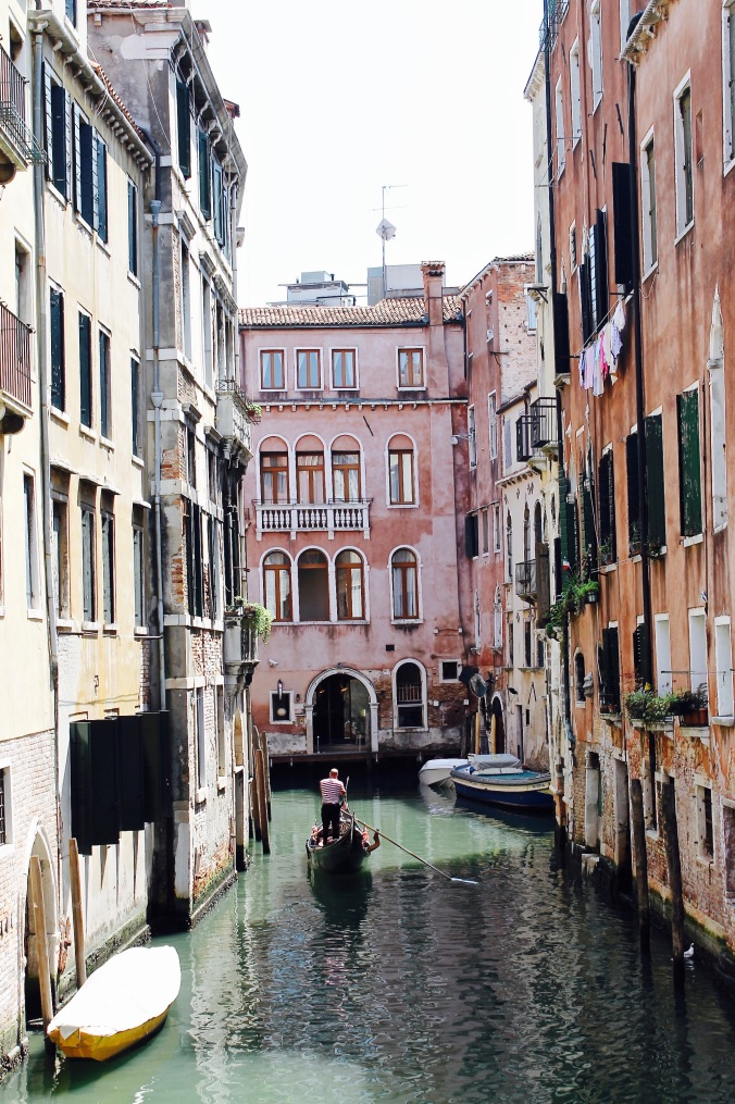 venice_canal_gondola