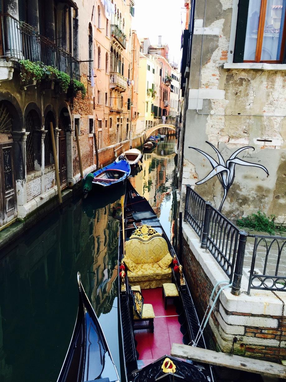 venice_canal_gondola_graffiti