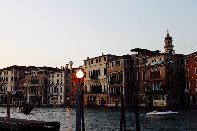 venice_night_canal_light