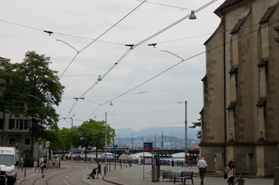 zürich_city_view_mountains