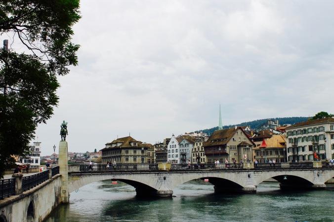 zürich_river_bridge_münsterbrücke