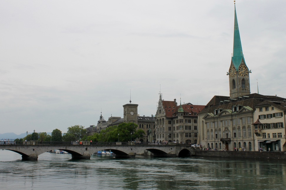 zürich_river_fraumünster