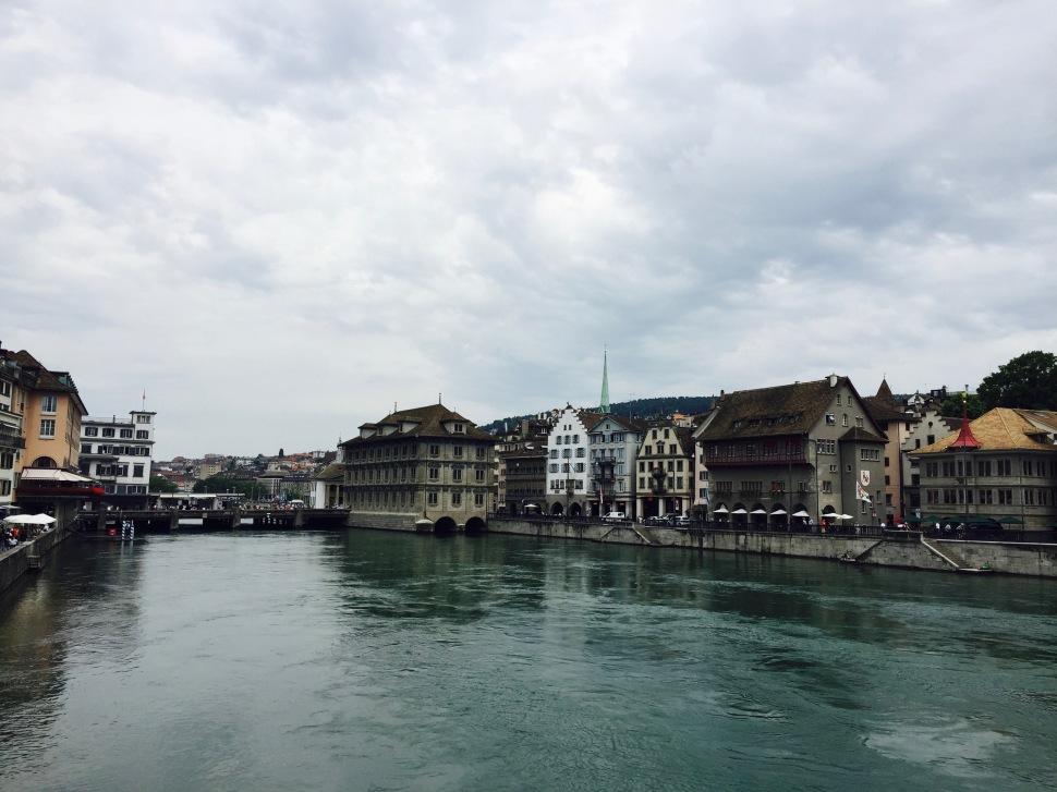 zürich_river_rathaus