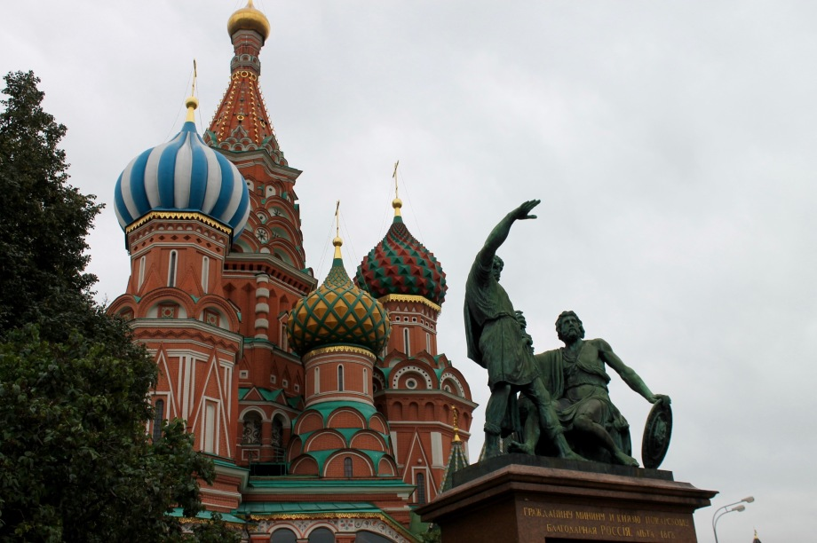 red_square_cathedral_basil_figure