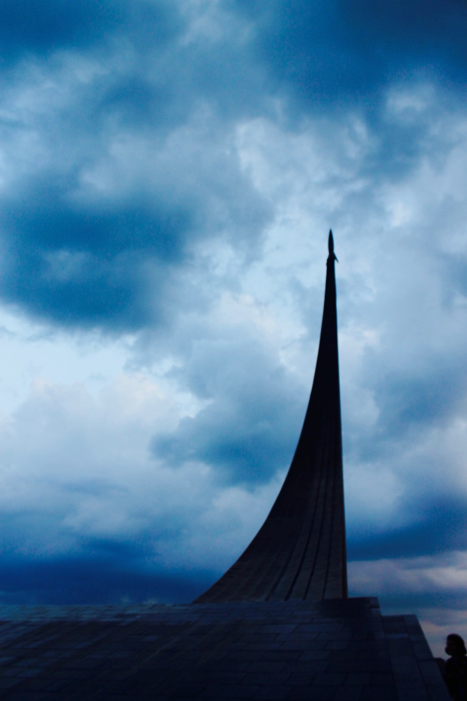 vdnkh_space_monument_sky