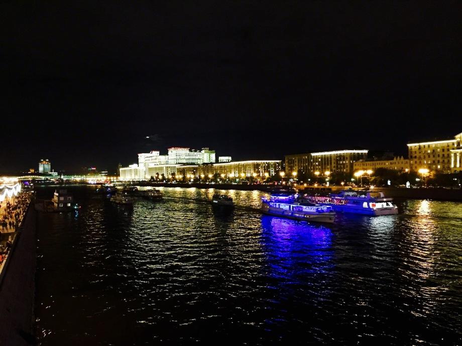 celebrations_city_day_bridge_ships
