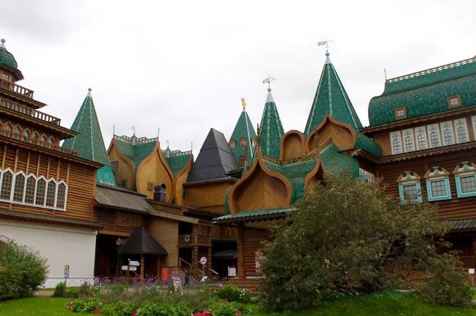 kolomenskoye_palace_wood_front