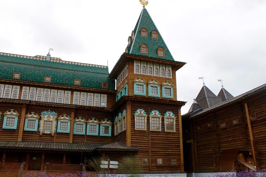 kolomenskoye_palace_wood_front_tower
