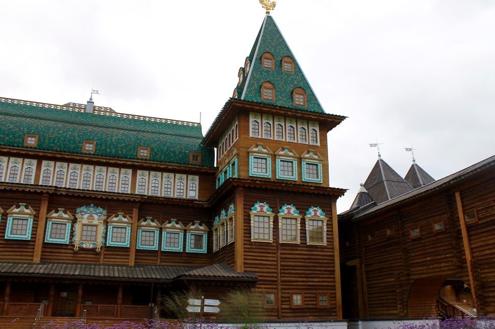 kolomenskoye_palace_wood_front_tower
