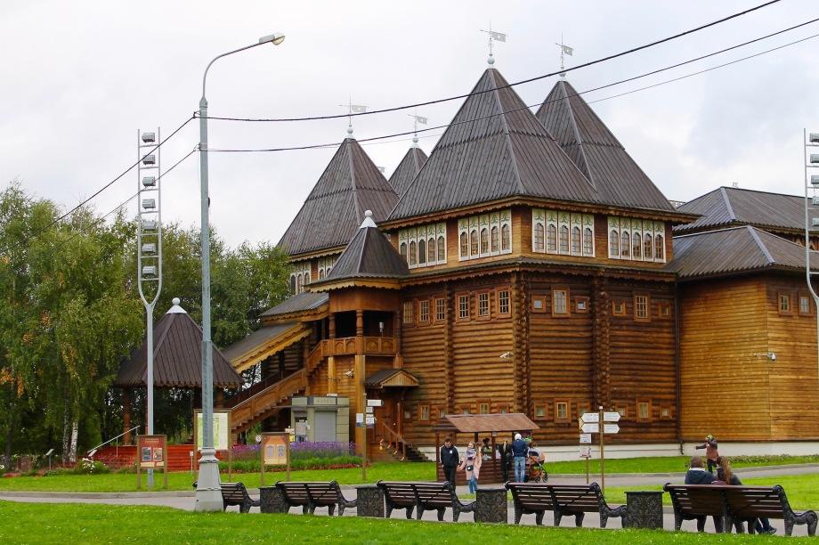 kolomenskoye_palace_wood_side