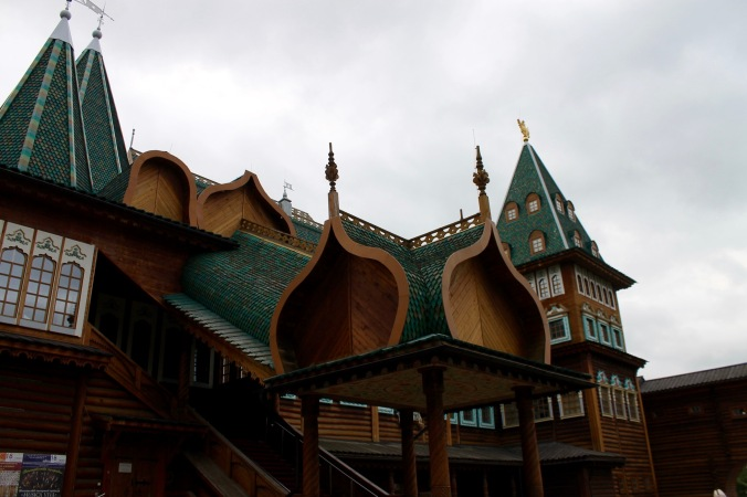 kolomenskoye_palace_wood_side_green