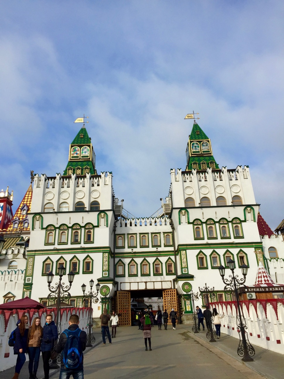 market_kremlin_bridge_front
