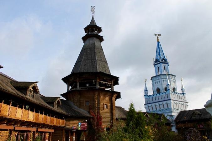 market_kremlin_inside_wooden_structure
