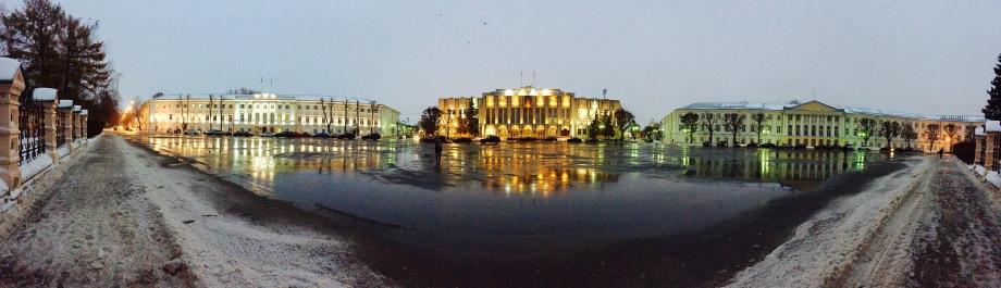 yaroslavl_city-centre_revolution-square