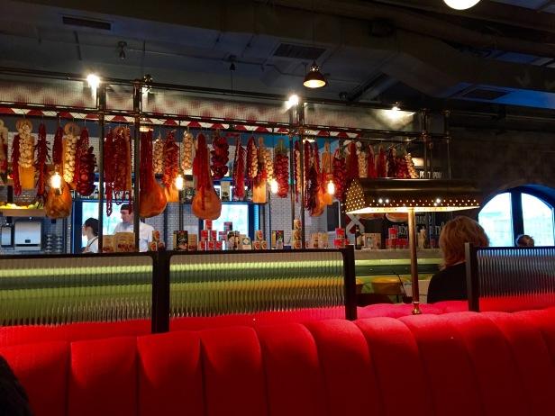 food_jamie-olivers_interior_bar