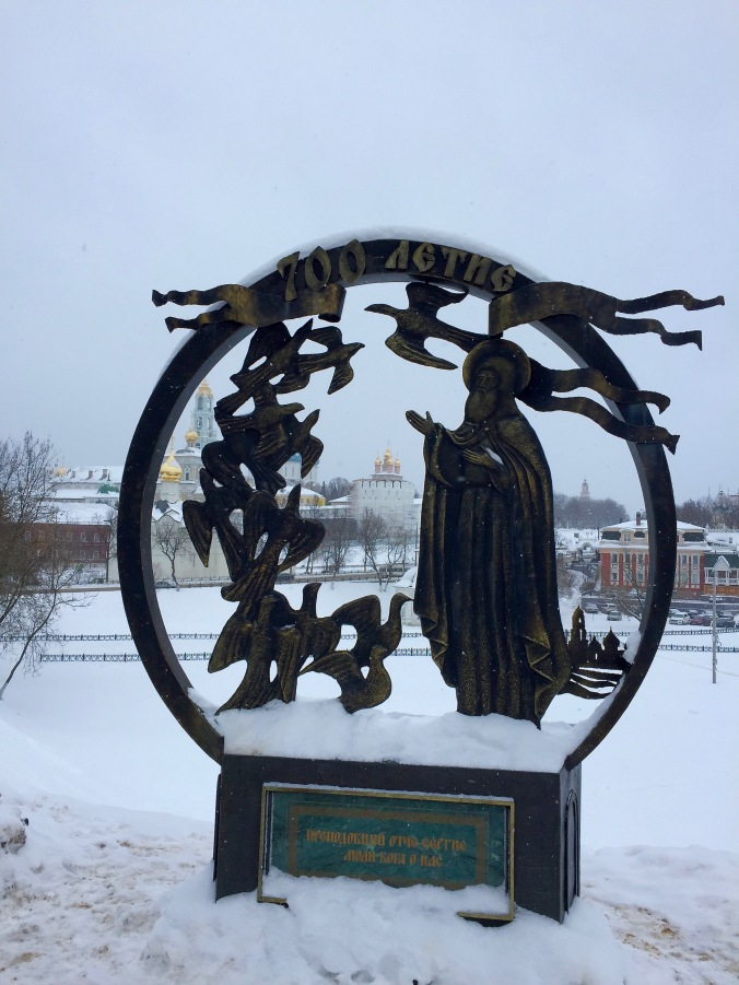 sergiev-posad_city-walk_statue