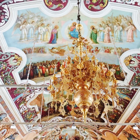 sergiev-posad_refectory_inside_chandelier
