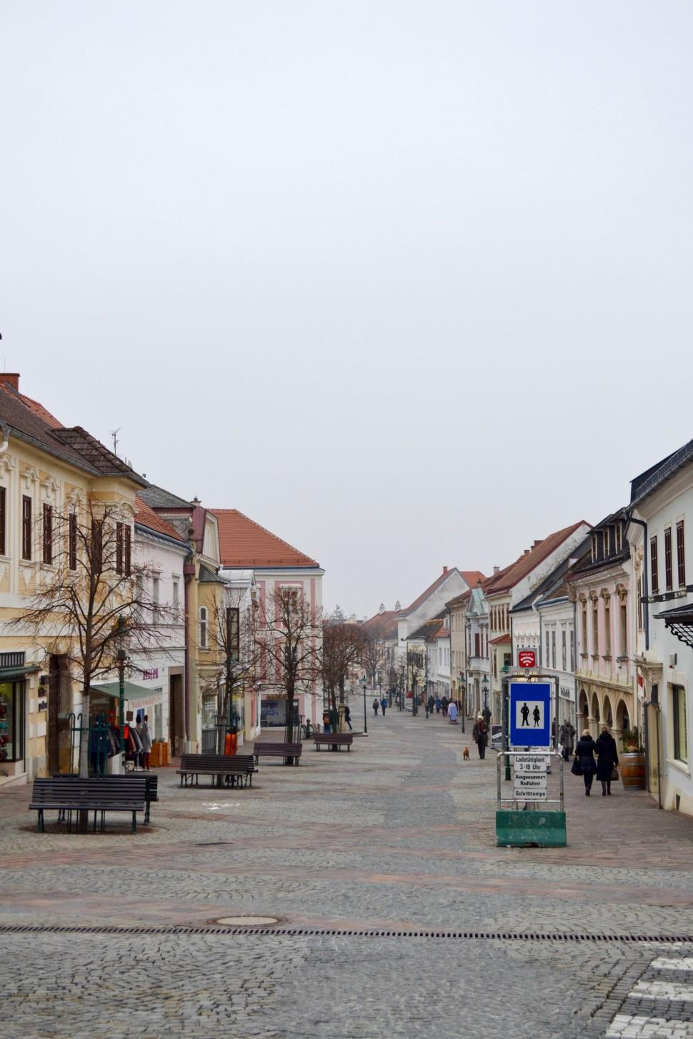 Burgenland_Eisenstadt_city_street_