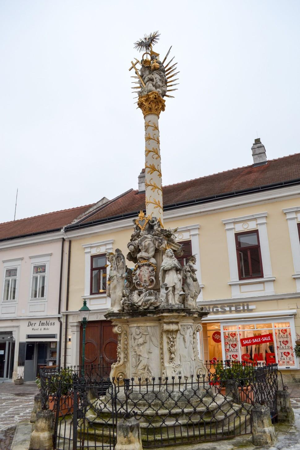 Burgenland_Eisenstadt_city_street_column