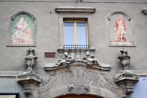 Burgenland_Eisenstadt_city_street_house_fresco