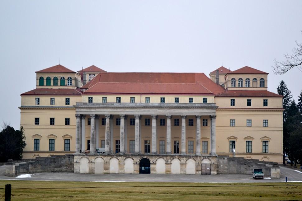 Burgenland_Eisenstadt_palace_back