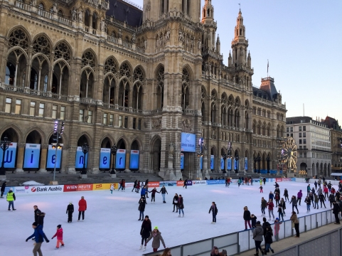ice-skating_vienna_day_square
