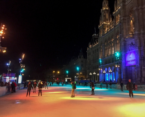 ice-skating_vienna_evening_11