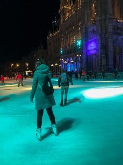 ice-skating_vienna_evening_15