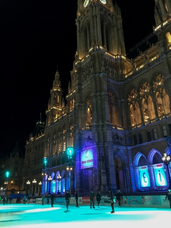 ice-skating_vienna_evening_9