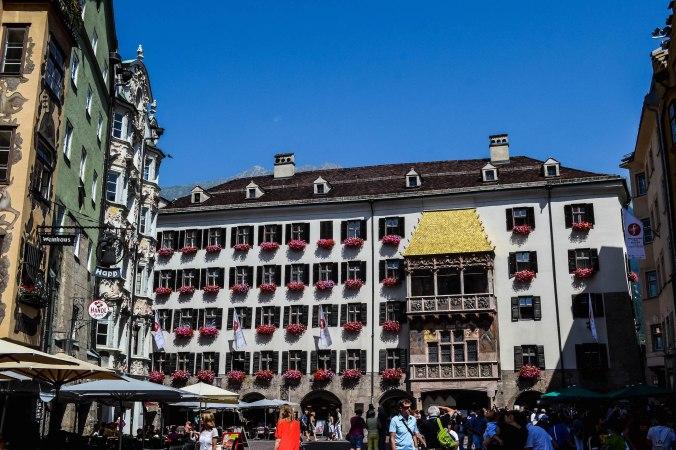 Innsbruck_city_golden roof_people