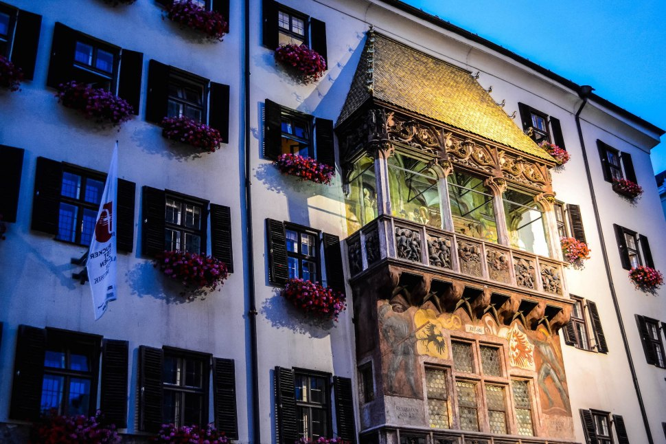 Innsbruck_golden roof_night.jpg