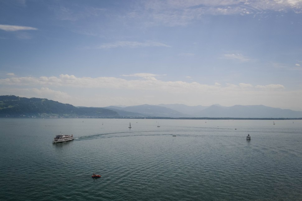 Lindau_harbour_lighthouse_view