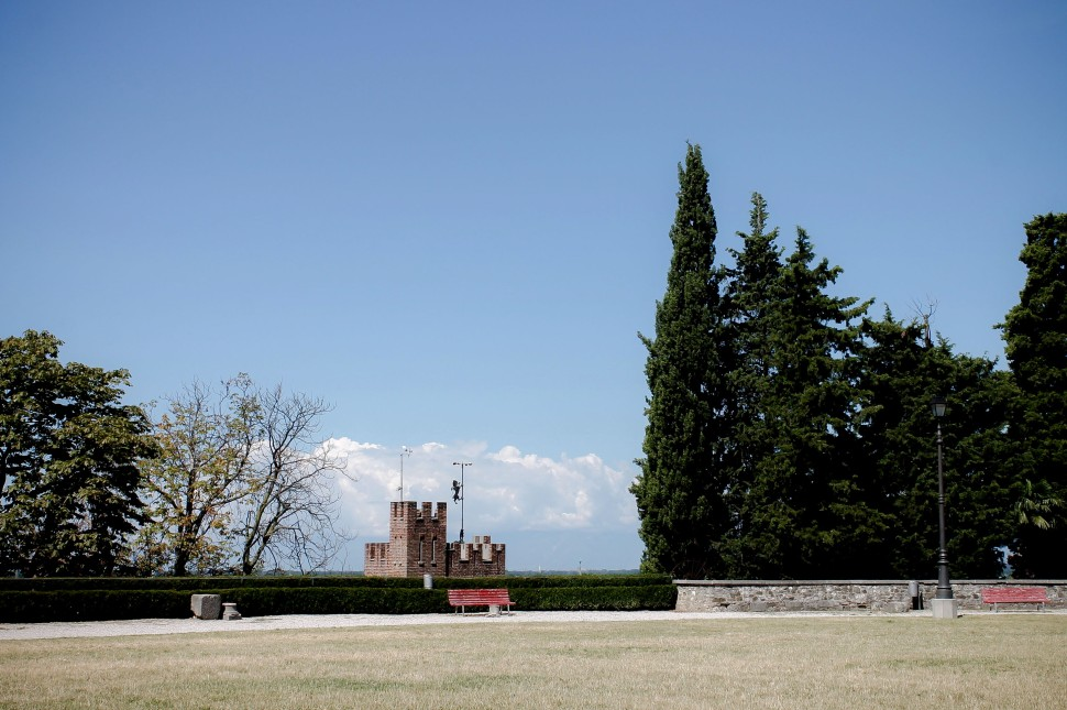 Udine_sights_castle_bench