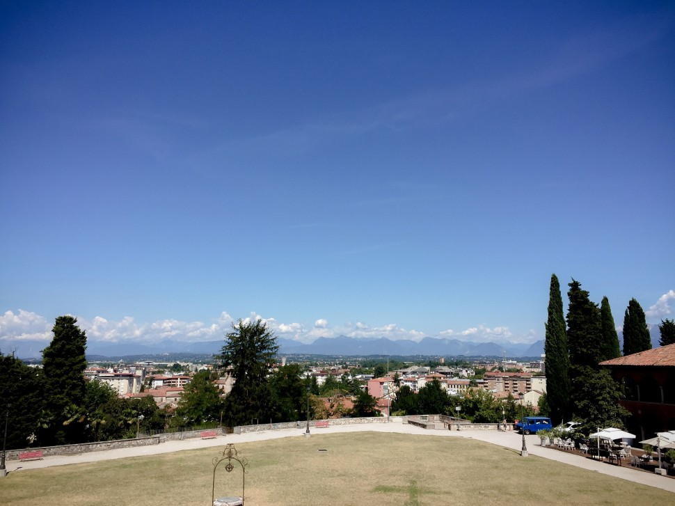 Udine_sights_castle_view_mountains