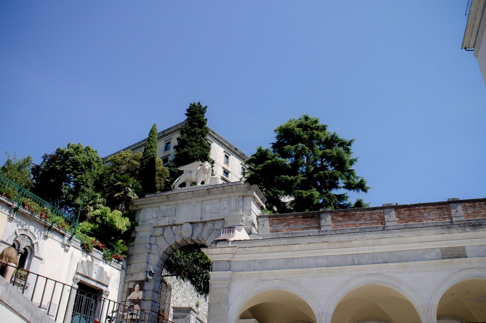Udine_sights_piazza della liberta_lion_archway
