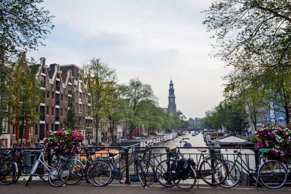 Amsterdam_canals_bikes