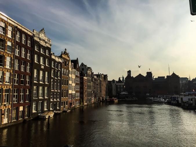 Amsterdam_canals_evening_damrak