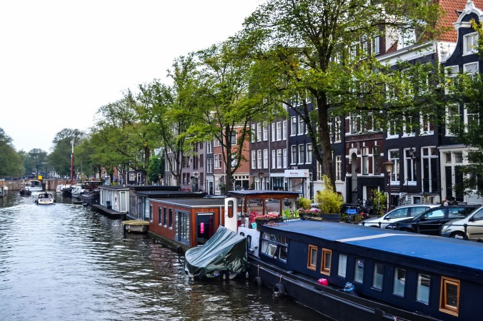 Amsterdam_canals_houseboats